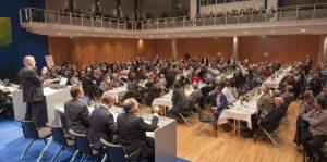 Die Vertreterversammlung der VVB/Vereinigte Volksbank Maingau wurde gut vorbereitet. Dreizehn Abende im Sommer 2017 ermöglichten eine bewusste und fast einstimmige Entscheidung der VVB-Delegierten pro Verschmelzung. (#2)
