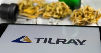 Fusion Tilray mit Aphria rückt näher (Foto: shutterstock - Ralf Liebhold)